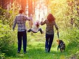Kind und Hund: Die 5 wichtigsten Tipps für Eltern - Bild: © vvvita/stock.adobe.com